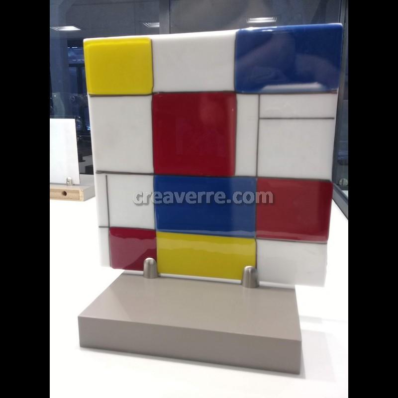 """Plaque décorative 33 cm verre artistique fusionné Spectrum couleur sur fond blanc opalin , """"hommage à Mondrian"""""""